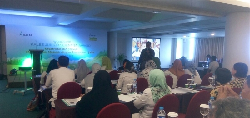 Kalbe Holds Science Training in Conjuction with the Kalbe Junior Scientist Award 2018