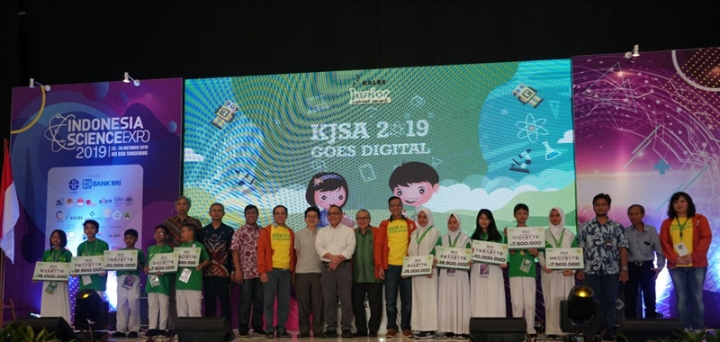 Kalbe Encourages Indonesian Children's Science Creativity